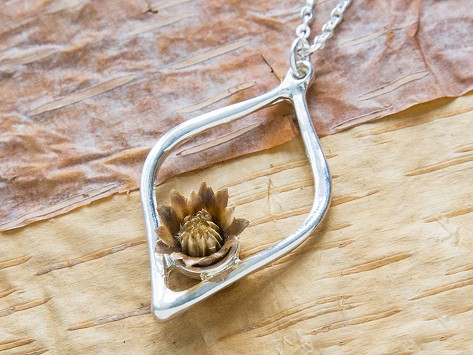 The Blessing Flower: Regenerating Flower Necklaces