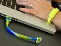 OnHand: 8GB USB Flashdrive Wristband
