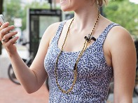 re.design: Loopit Tangle-Free Earbud Necklace