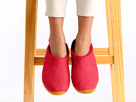 NAUSENI: Wool Felt Slippers